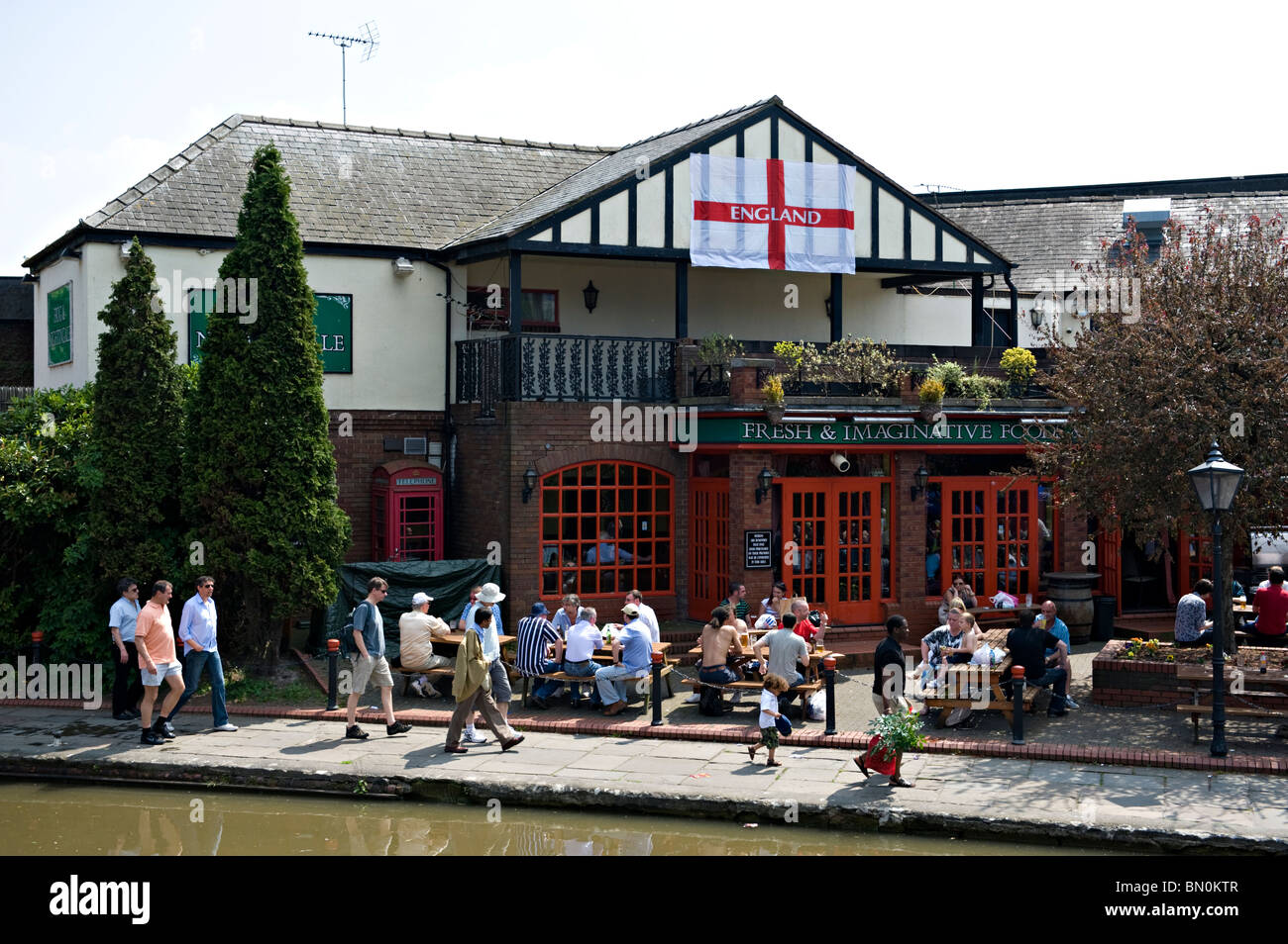 Customers at the Frog and Nightingale Public House in Frodsham Street, chester, Cheshire, UK. Renamed The Lock Keeper - Stock Image