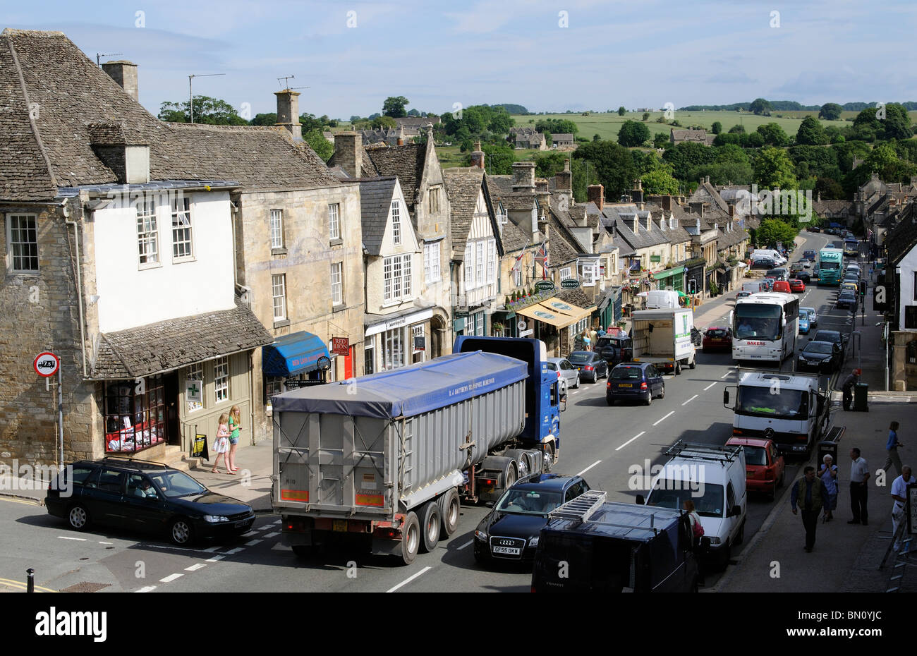 Traffic congestion in the Cotswolds town of Burford Oxfordshire haulage lorry enroute through the narrow main street - Stock Image
