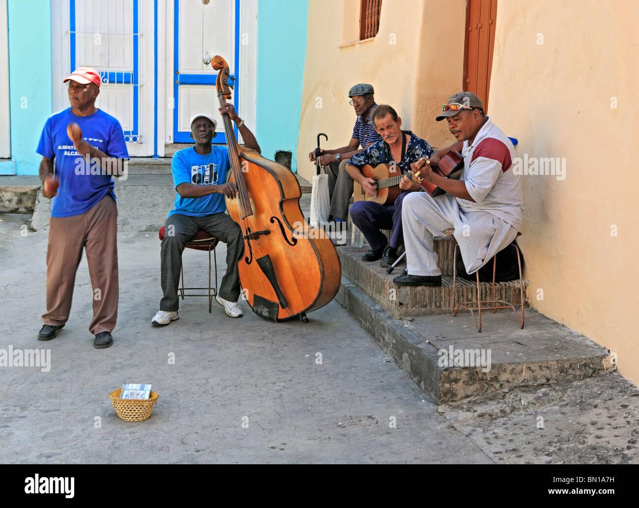 Street musicians, Old town, Santiago de Cuba, Cuba - Stock Image