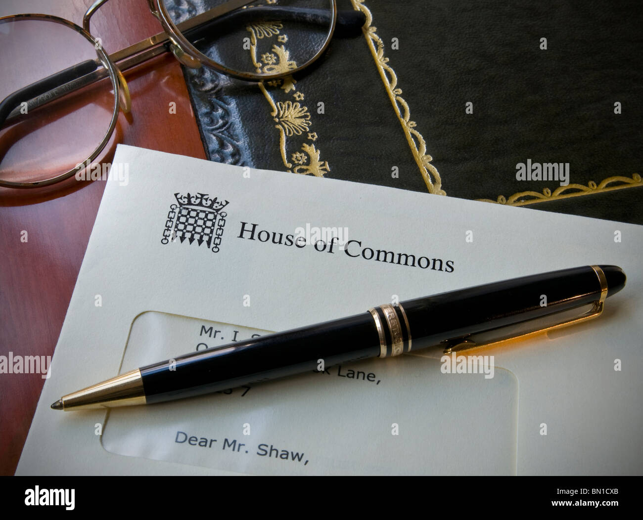 Official house of commons letter with montblanc pen on for Montblanc house