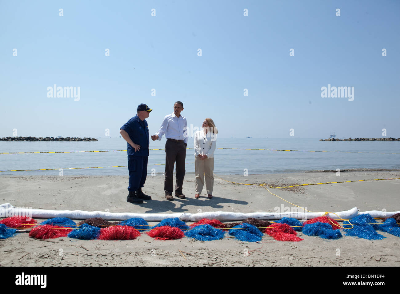 Barack Obama, Thad Allen, and Lafourche Parish President Charlotte Randolph look at the effects of the BP oil spill. - Stock Image