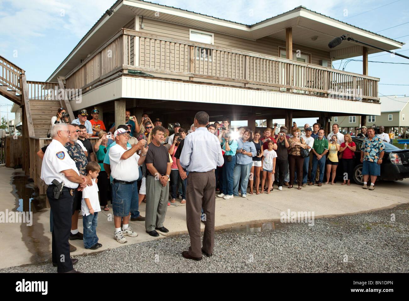 President Barack Obama greets residents in Grand Isle, La., June 4, 2010. - Stock Image