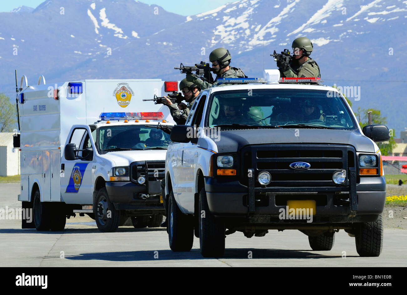 An FBI and Alaska State Trooper joint SWAT team move toward an aircraft during Arctic Fencing Interagency Arrow Stock Photo