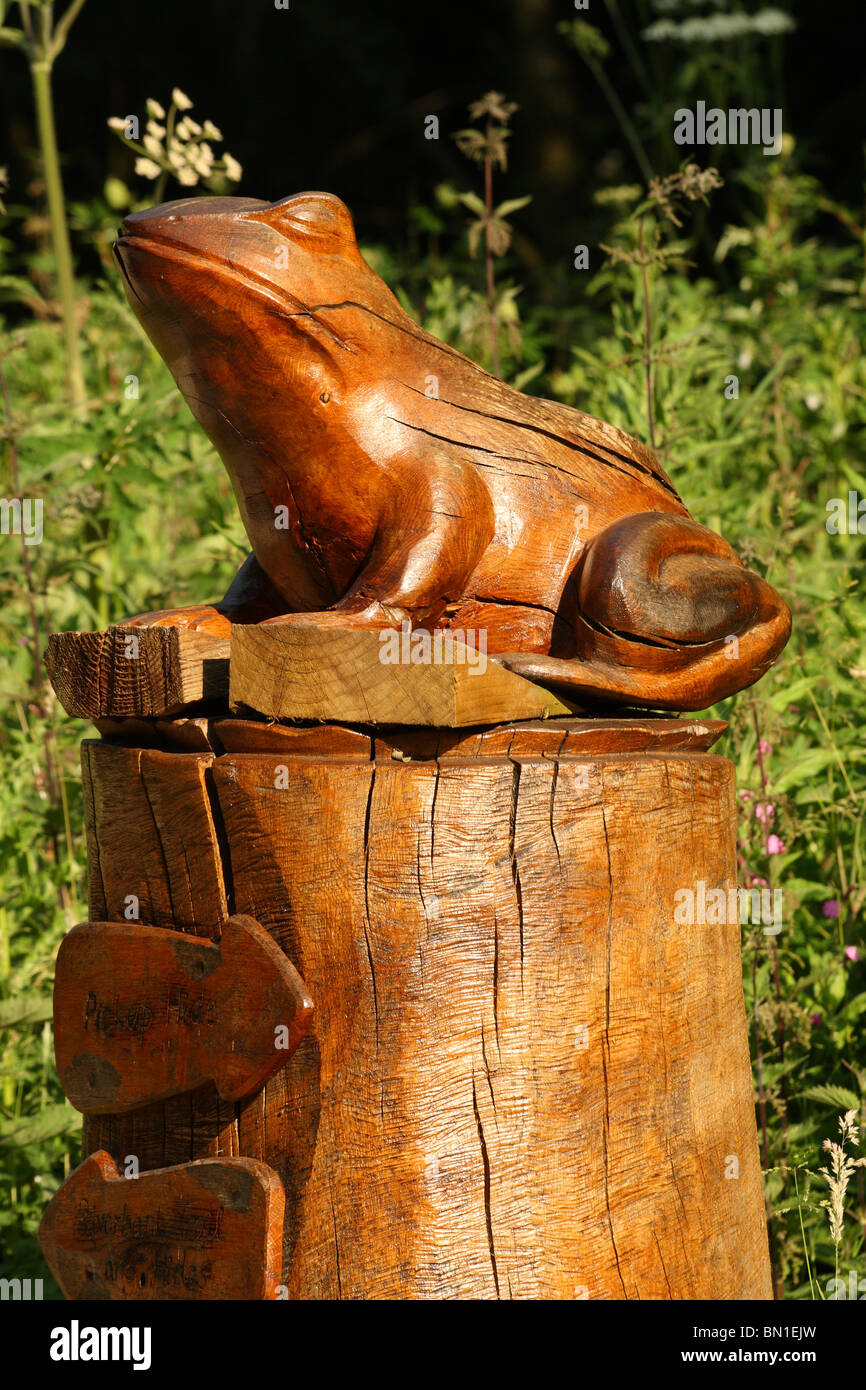 Frog carving stock photos images alamy