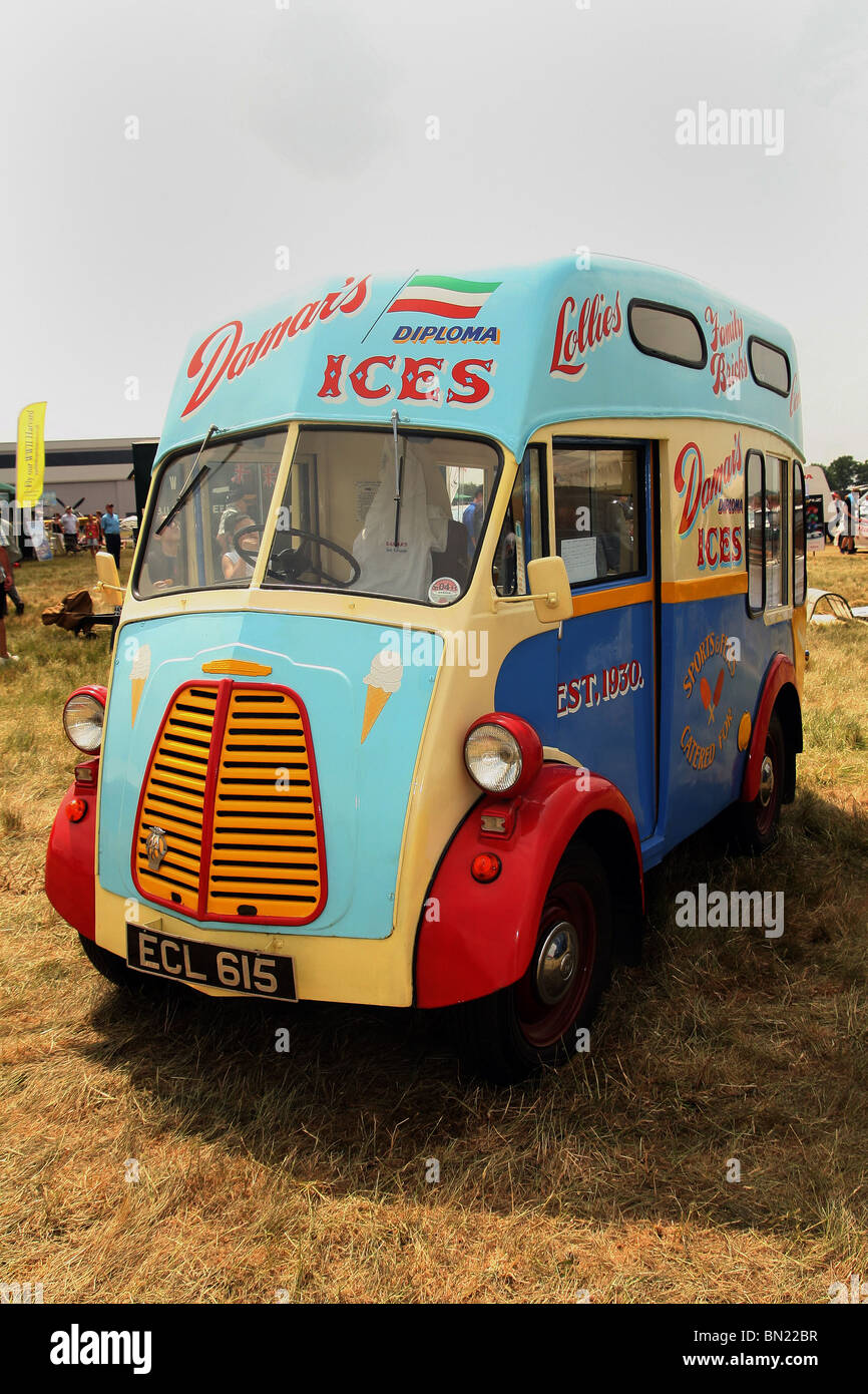 1950 Morris Commercial J-type van at the 2010 Biign Hill Air Show - one of only 12 remaining - Stock Image