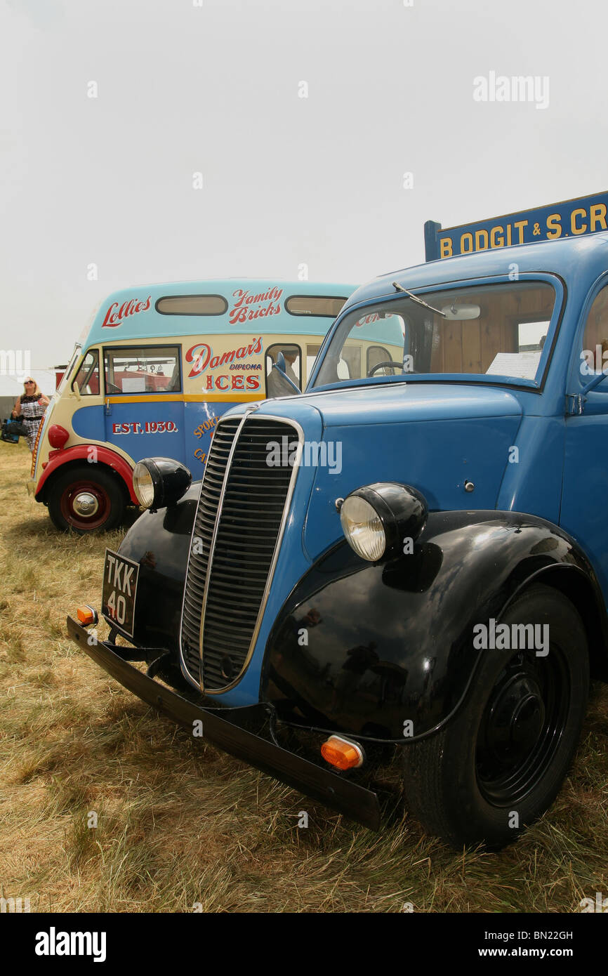 Vintage vans including a 1950 Morris Commercial J-type van at the 2010 Biign Hill Air Show - one of only 12 remaining - Stock Image