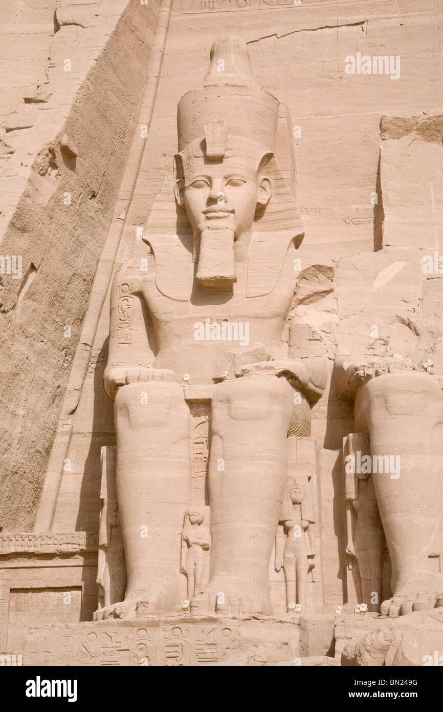 Statue of Ramses 11 outside the entrance of Abu Simbel - Stock Image