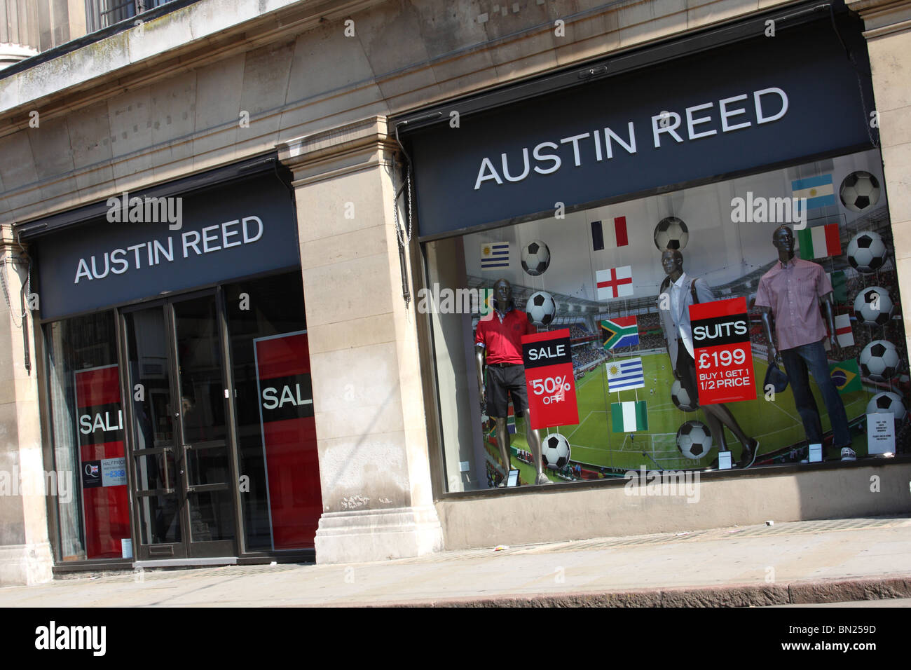 An Austin Reed Store In A U K City Stock Photo Alamy