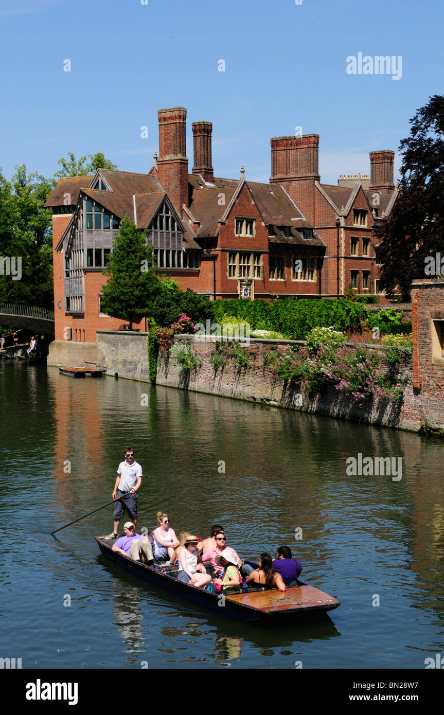 Punting on the The River Cam by the Jerwood Library at Trinity Hall, College, Cambridge, England, UK - Stock Image