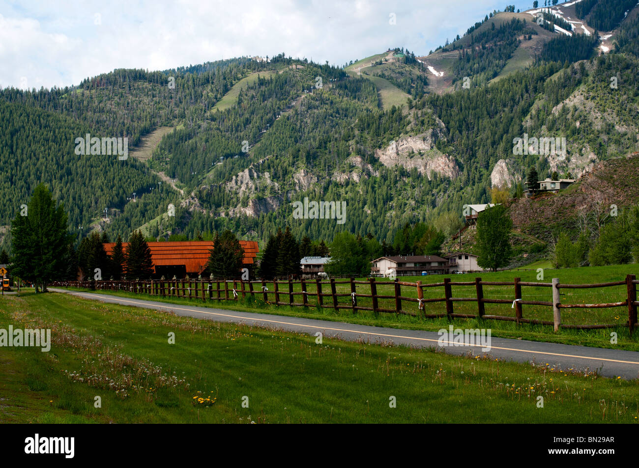 The walking trail along the road from Ketchum to Sun Valley, looking West toward the ski slopes - Stock Image