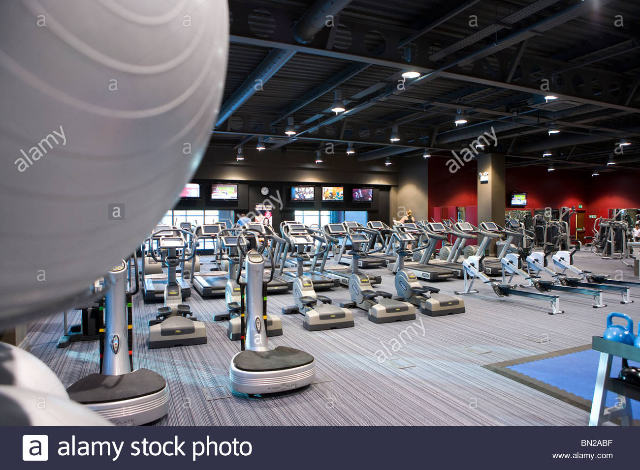 Exercise equipment in health club - Stock Image