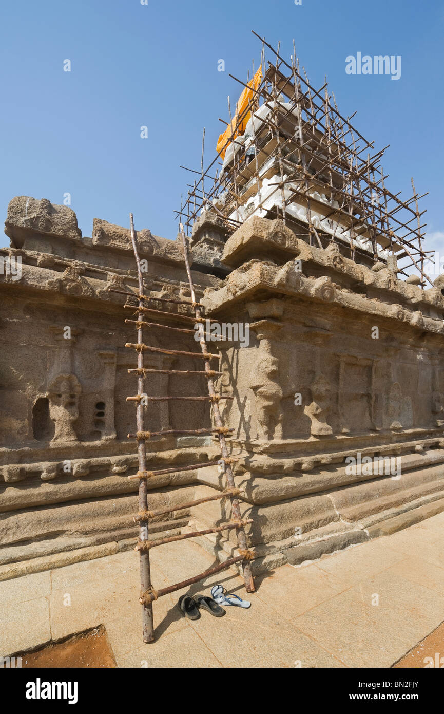 India Tamil Nadu Mamallapuram works in progress on the Shore temple declared humanity's estate by the UNESCO organization Stock Photo