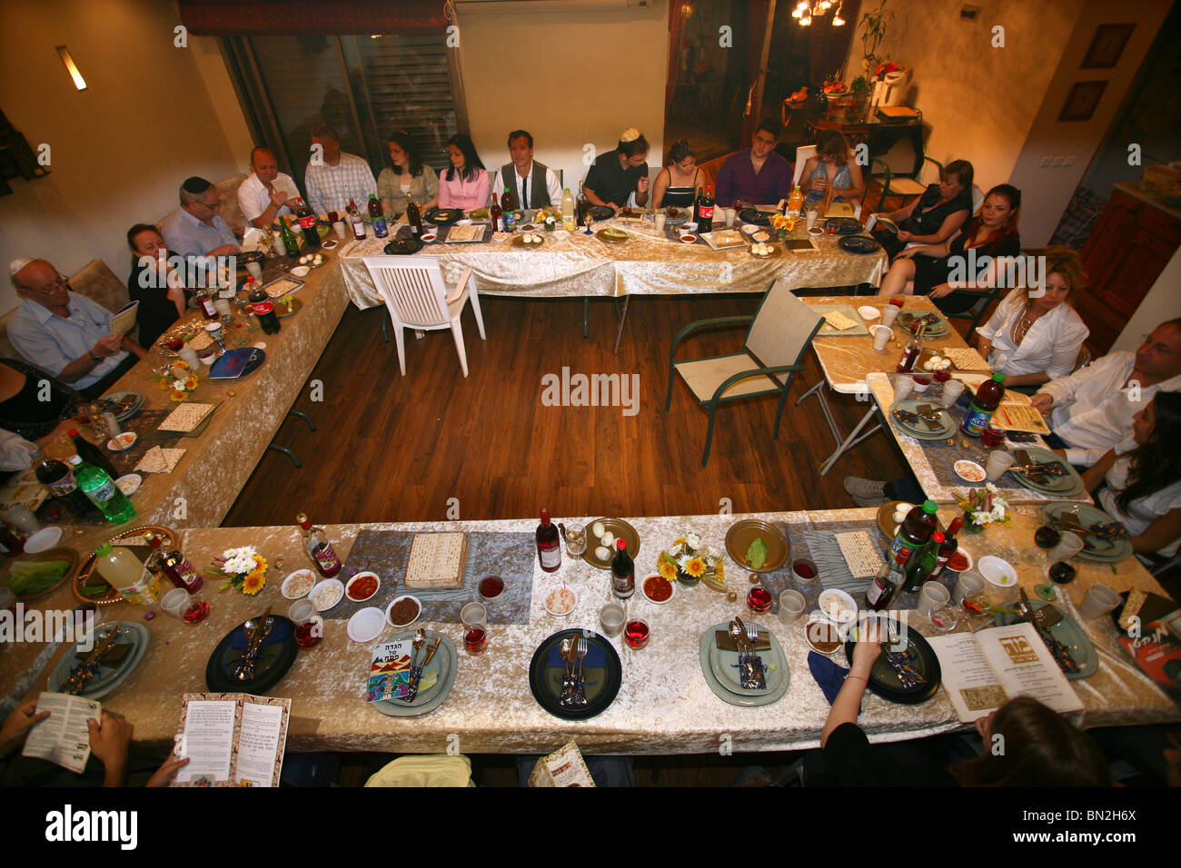 An israeli family attending a 'Seder', the traditional passover dinner, - Stock Image