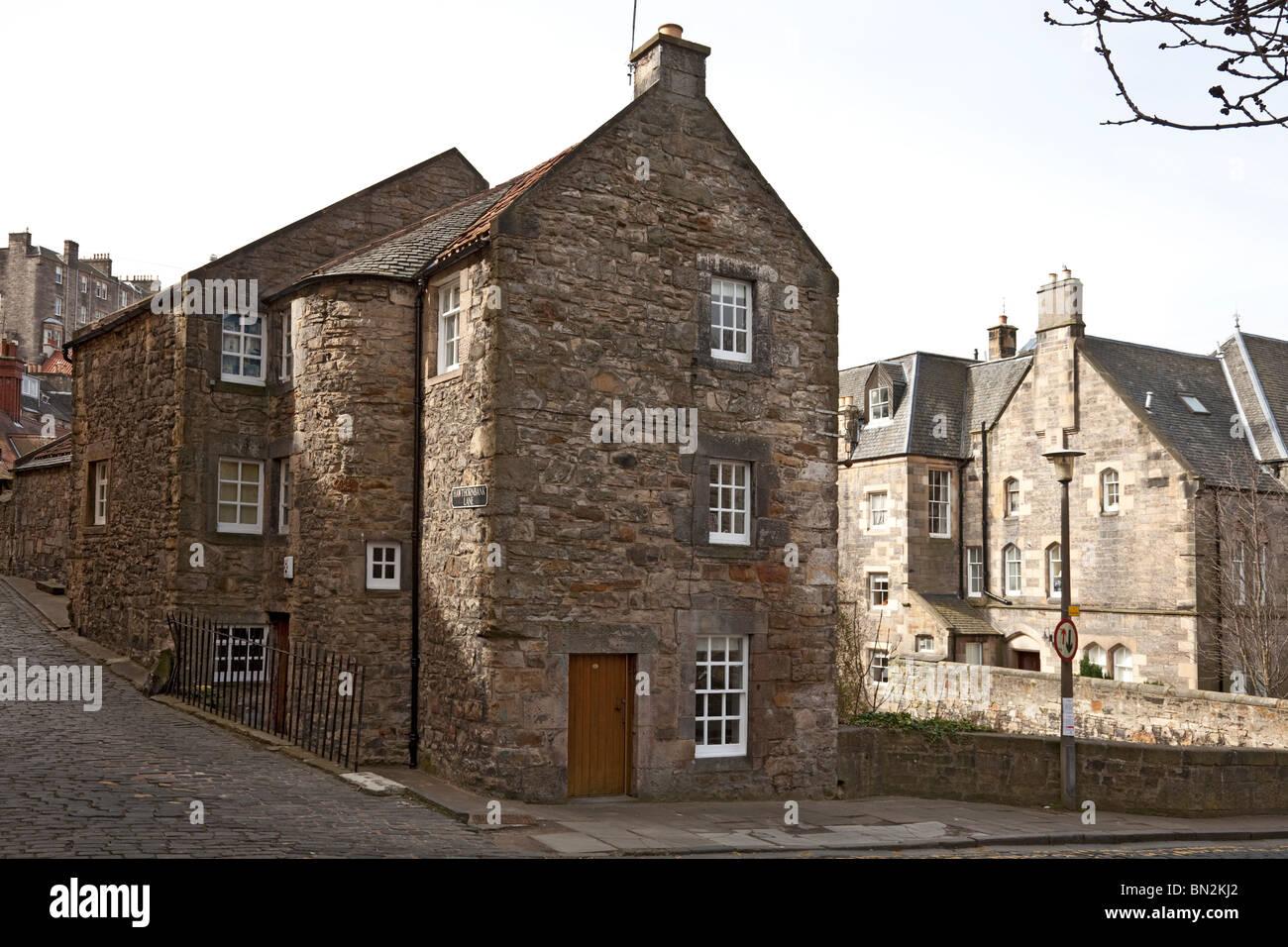 Old townhouses in Hawthornbank Lane, Dean Village, Edinburgh, Scotland, UK. - Stock Image