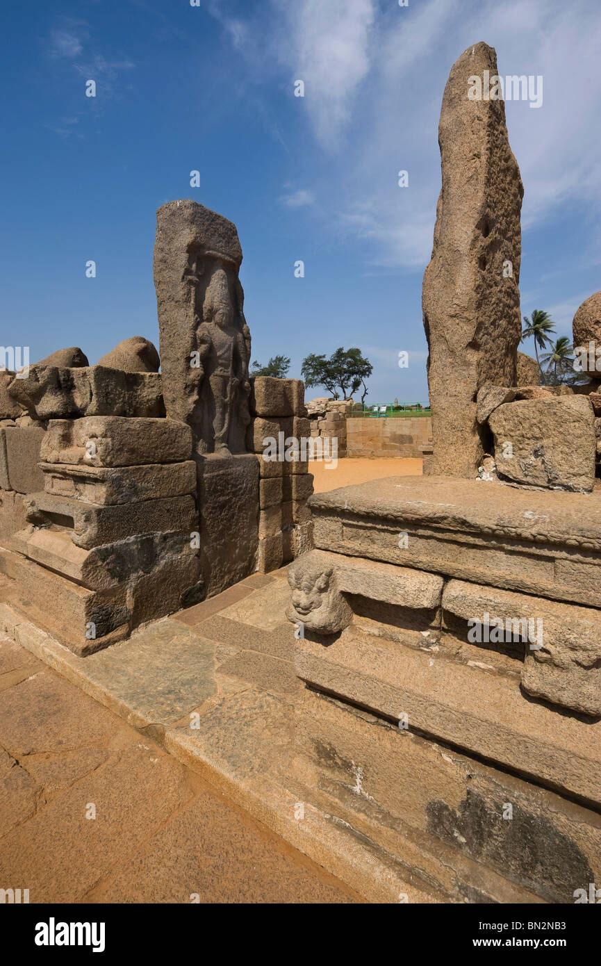India Tamil Nadu Mamallapuram the wall of the Shore temple declared humanity's estate by the UNESCO organization Stock Photo