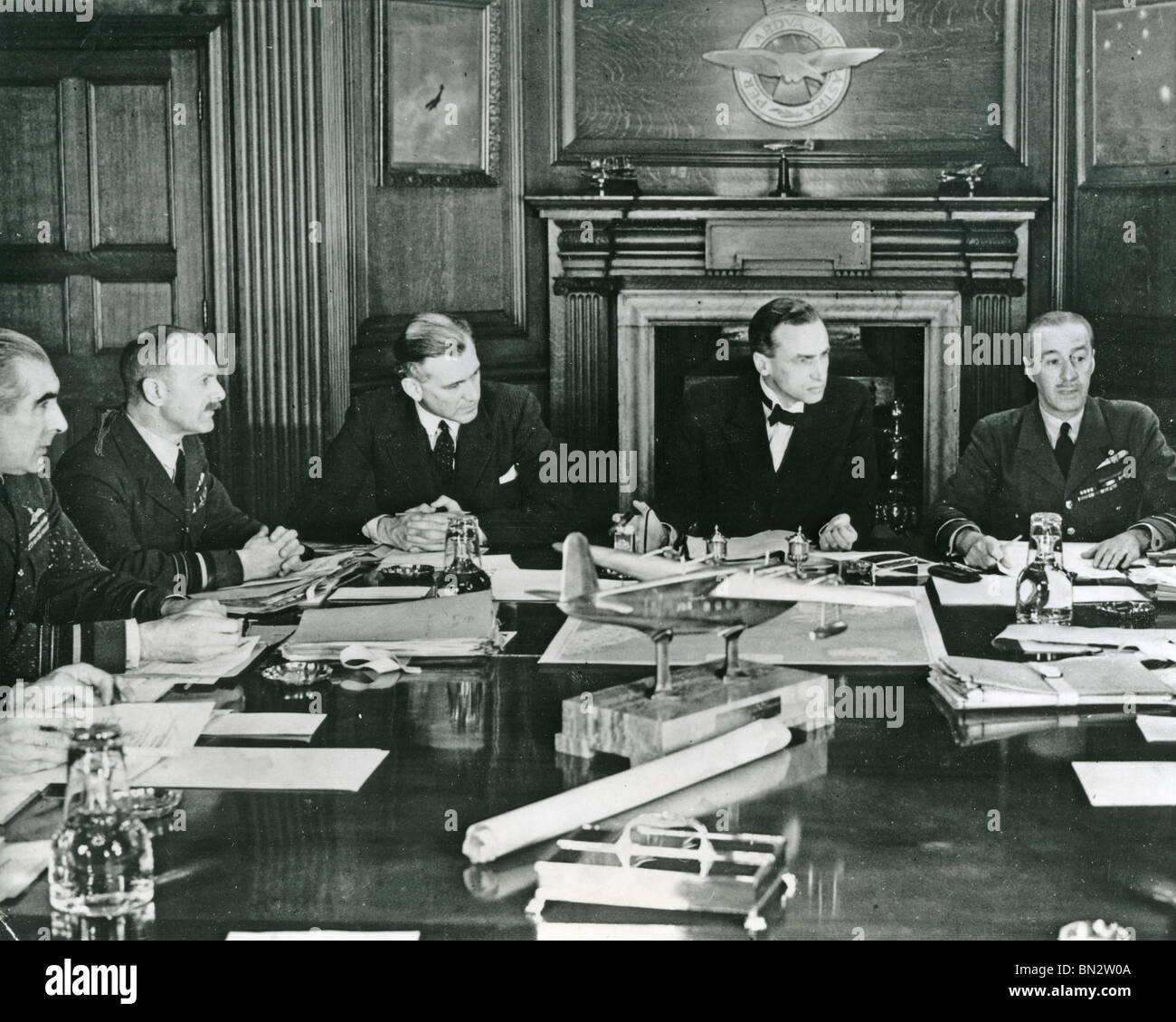 AIR COUNCIL in session at the Air Ministry in July 1940 with Archibald Sinclair second from right. For others see - Stock Image