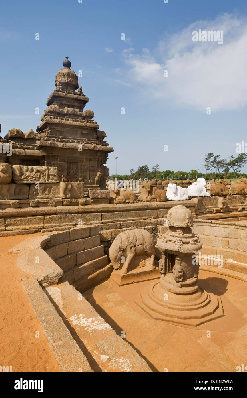 India Tamil Nadu Mamallapuram the Shore temple declared humanity's estate by the UNESCO organization Stock Photo
