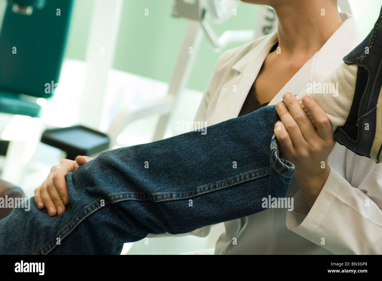 Physical therapist treating patient - Stock Image