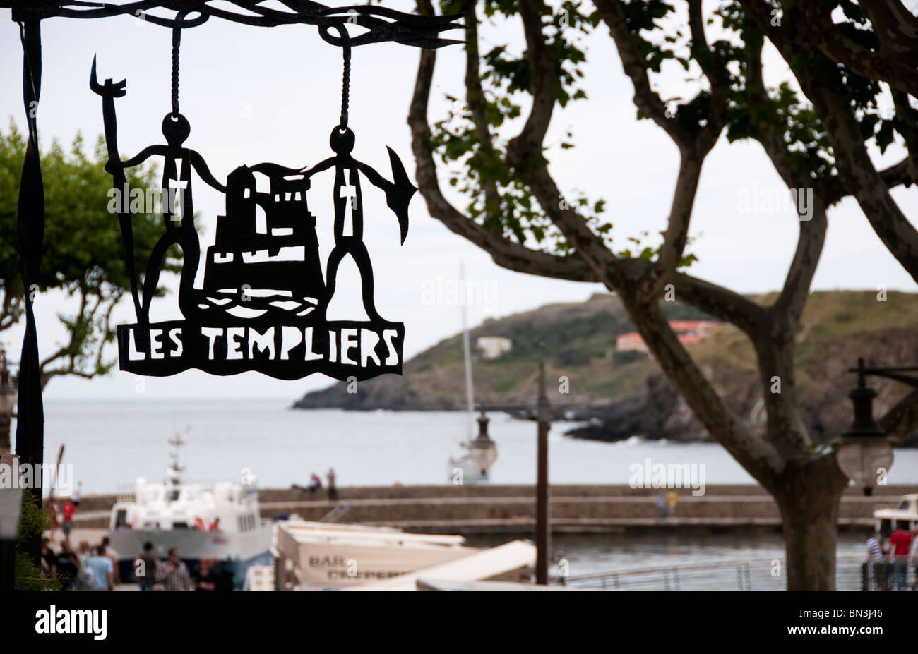 Sign outside Les Templiers restaurant in Collioure, Southern France - Stock Image