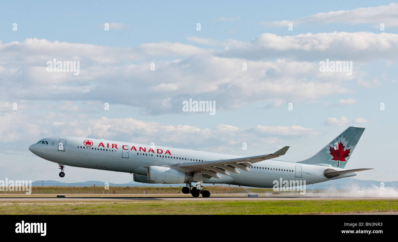 An Air Canada Airbus A330-300 landing at Vancouver International Airport (YVR). - Stock Image