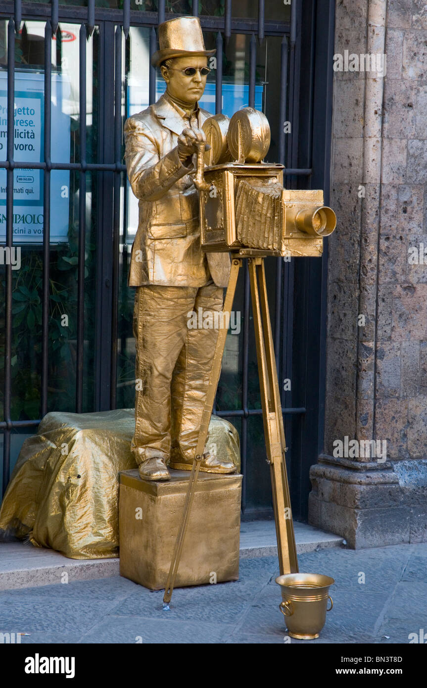 Living sculpture - a street performer in Siena, Tuscany - Stock Image