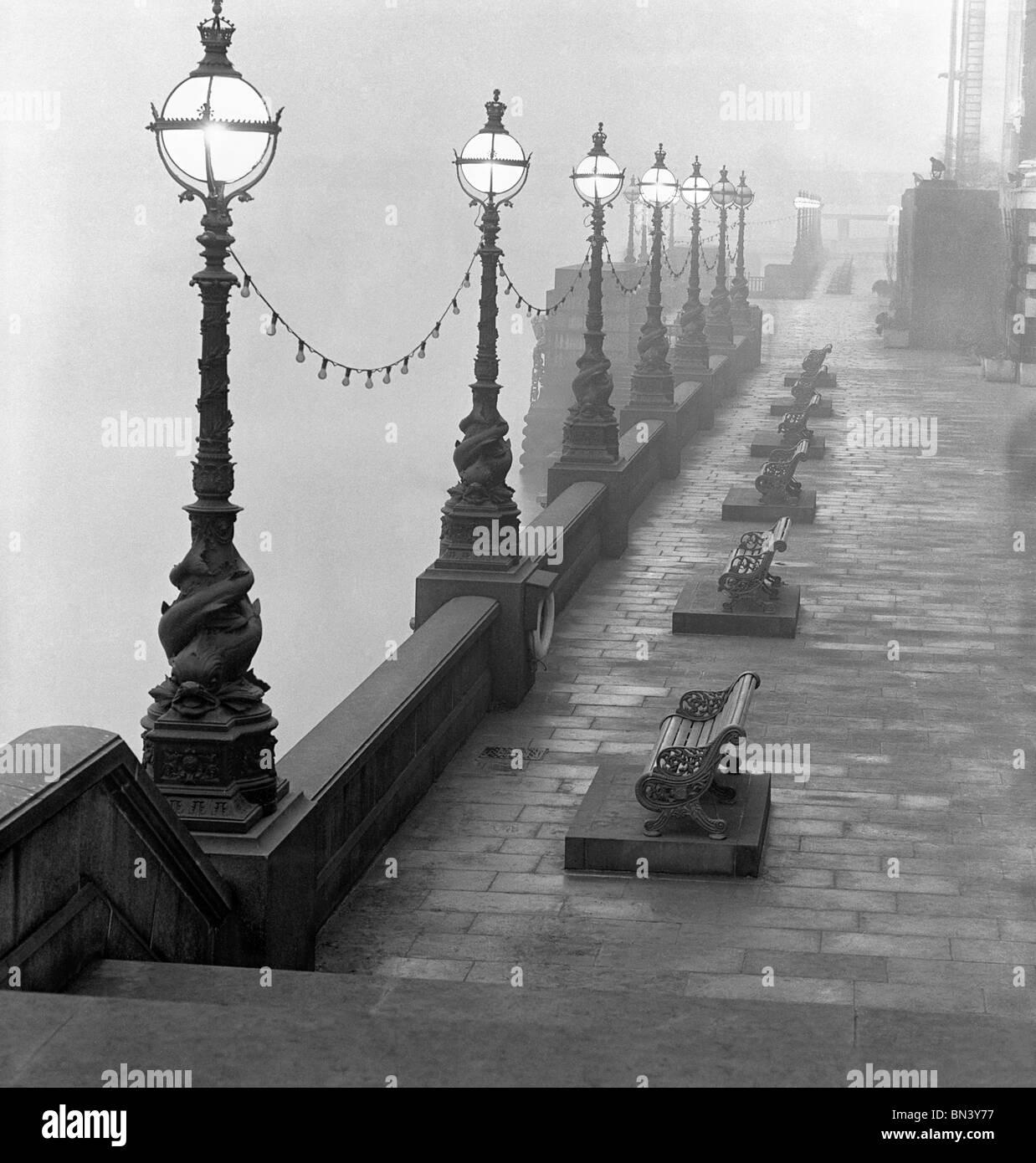 Lamp posts and Benches by the River Thames. Photo John Gay (1909-1999). London, England, c.1940 - Stock Image