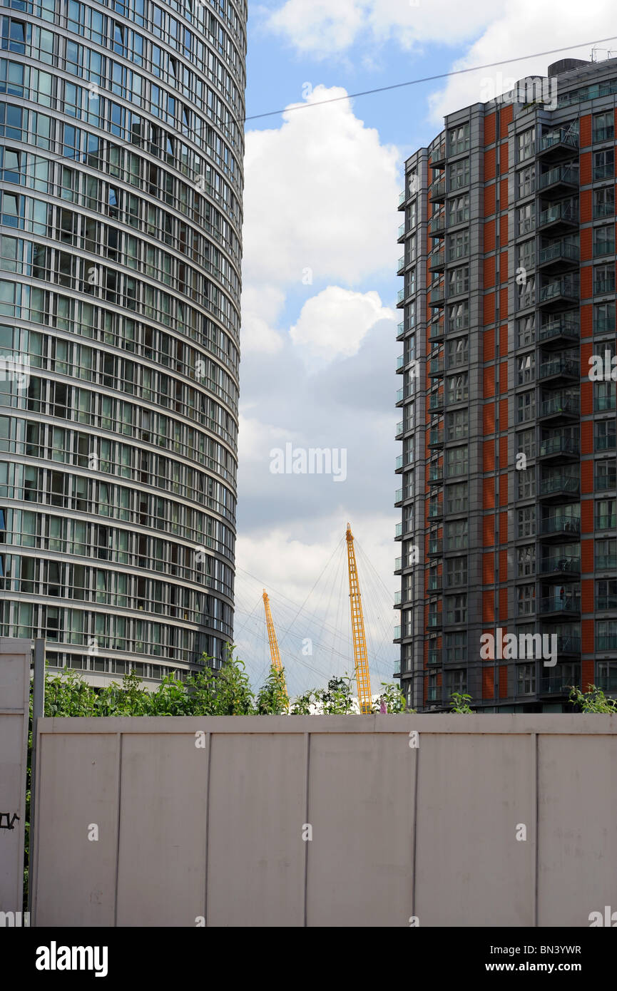 02 Millennium Dome seen from a distance between two tall buildings. - Stock Image