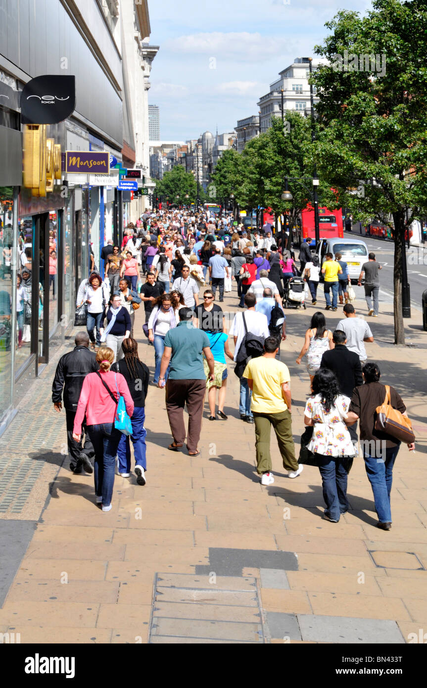 Oxford Street shoppers - Stock Image