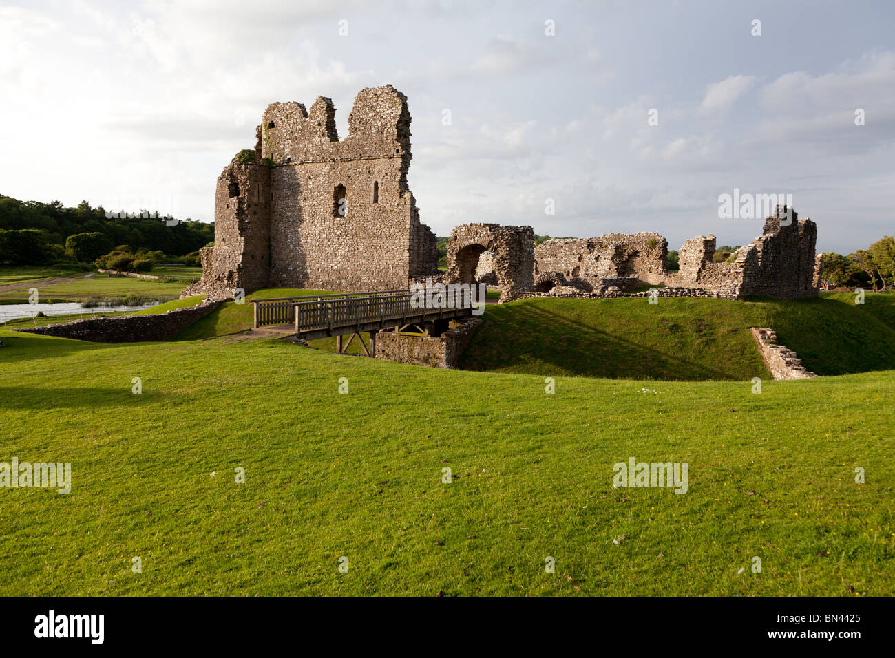 Ogmore Castle, a ruined castle near the village of Ogmore in South Wales - Stock Image