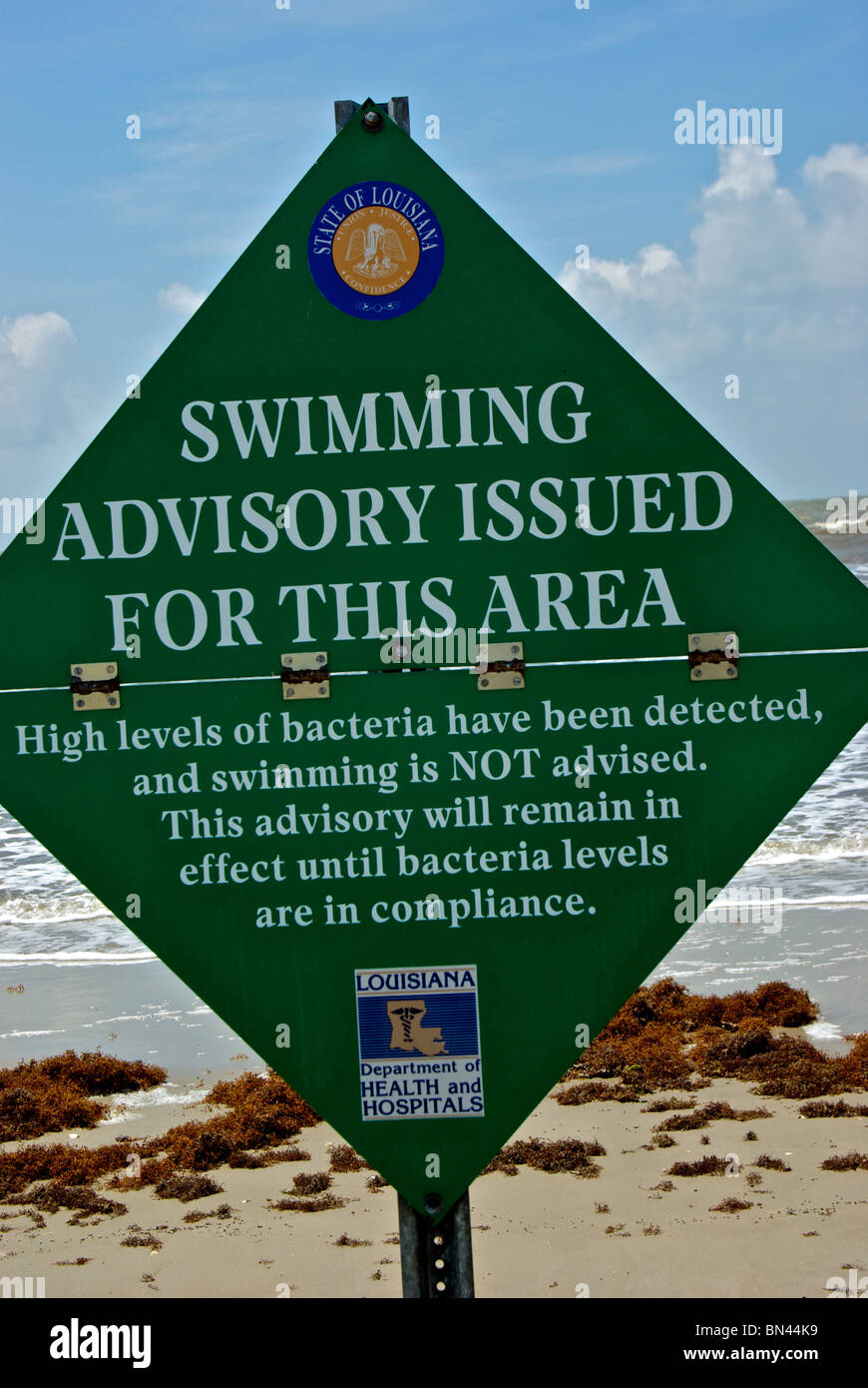 High bacteria levels warning sign posted at Gulf Coast