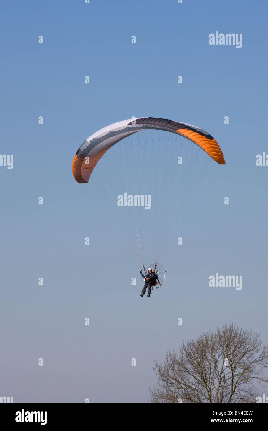 Powered Para-wing landing at Breighton Airfield - Stock Image