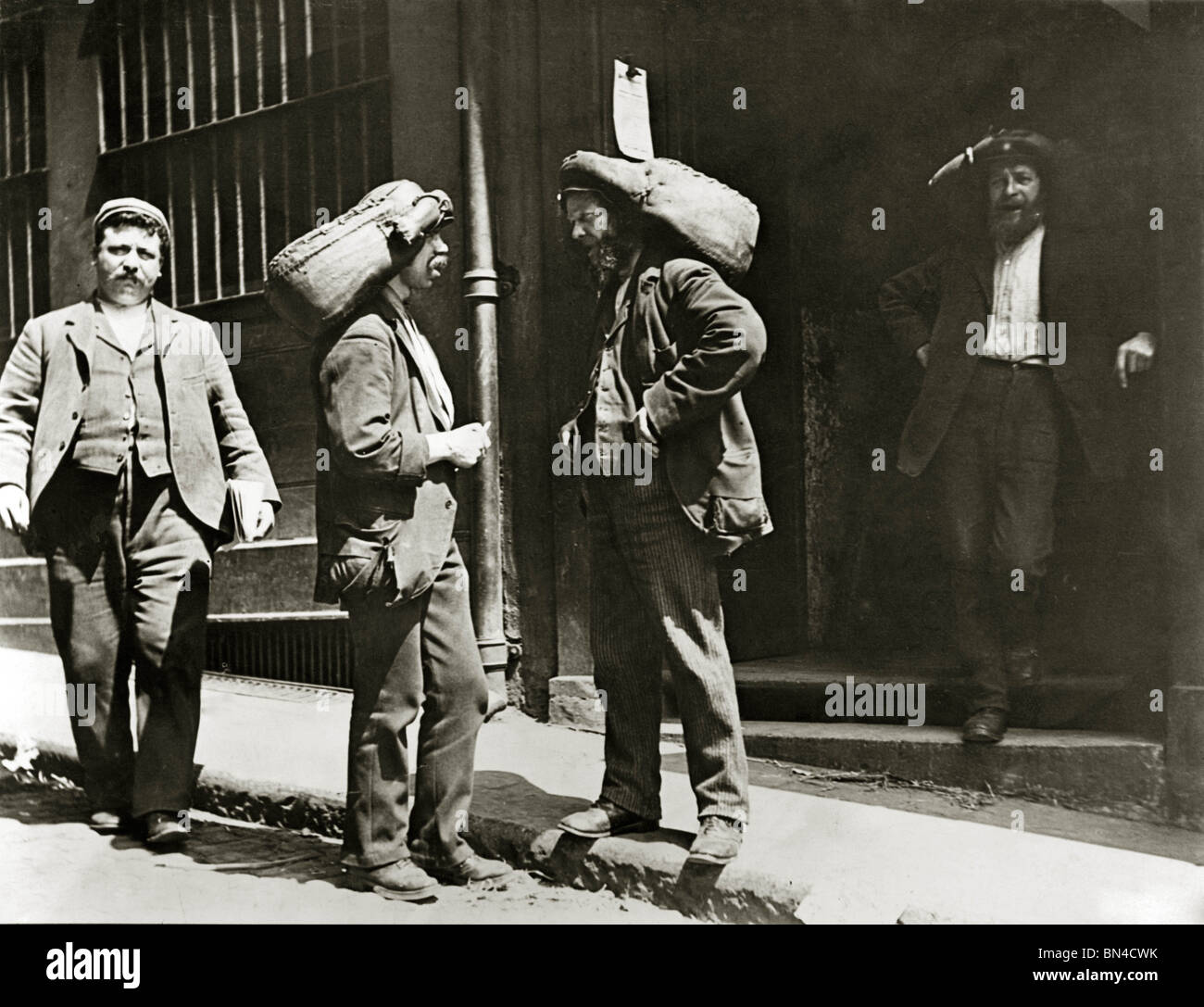 Fish Porters at Billingsgate Market, photo Paul Martin. England, late 19th century - Stock Image