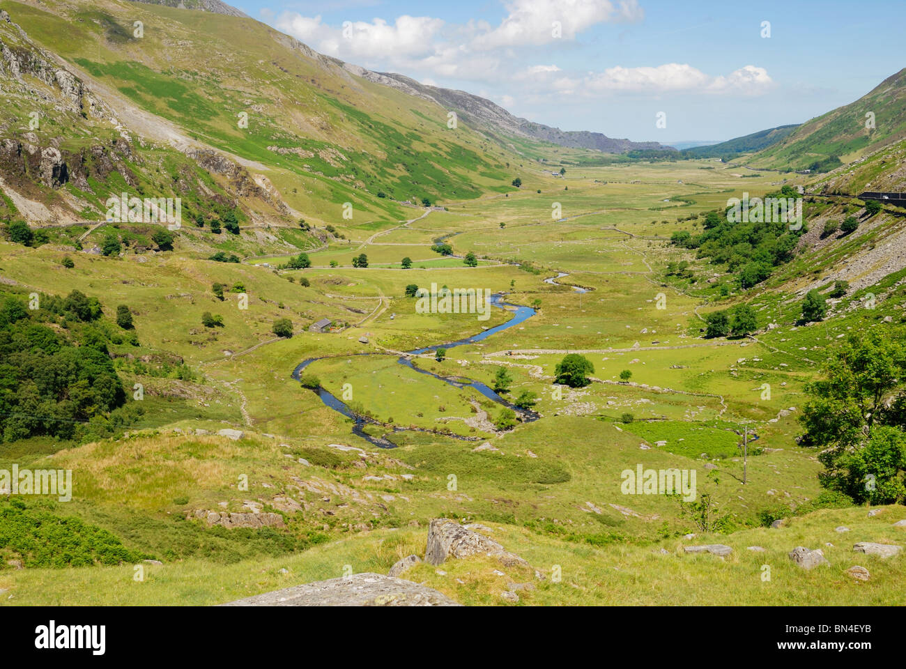 glaciated valley Valley glacier definition is - a glacier usually originating in a cirque at a valley  head or in a plateau ice cap and flowing downward between the walls of a valley.