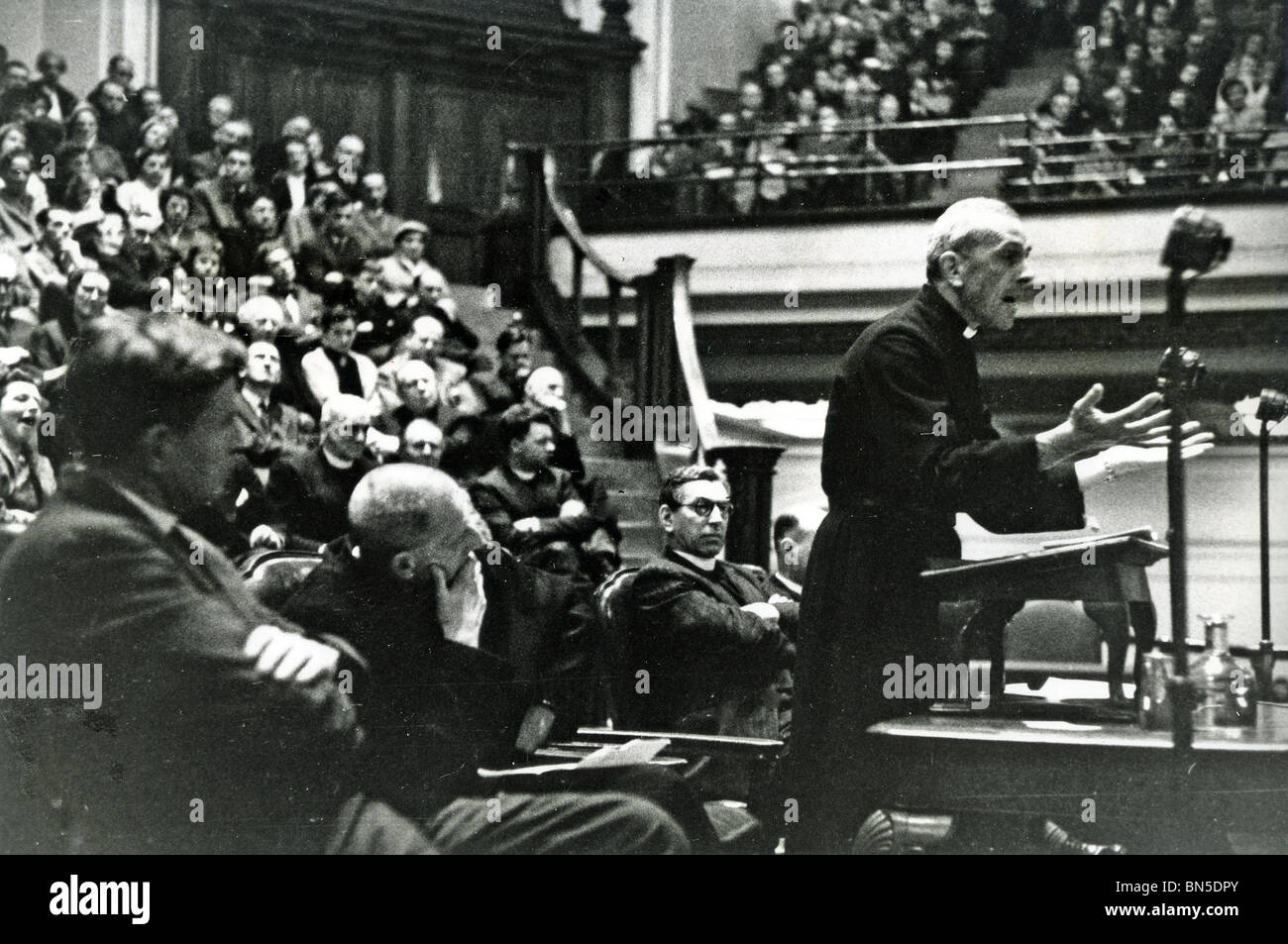 TREVOR HUDDLESTON (1913-98) Anglican priest making an anti-apartheid speech at Central Hall, Westminster -see Description - Stock Image