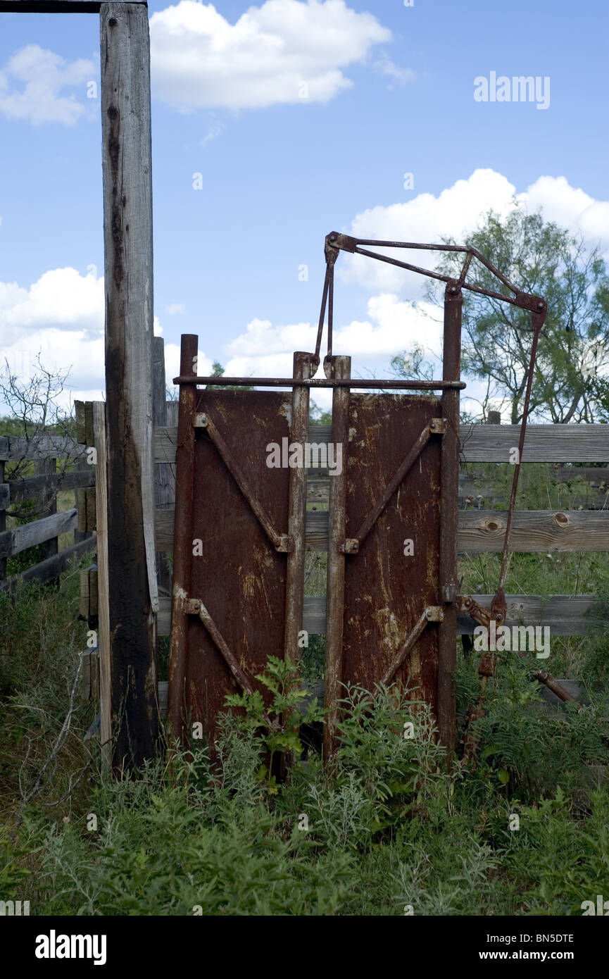 Cattle Chute Stock Photos & Cattle Chute Stock Images - Alamy