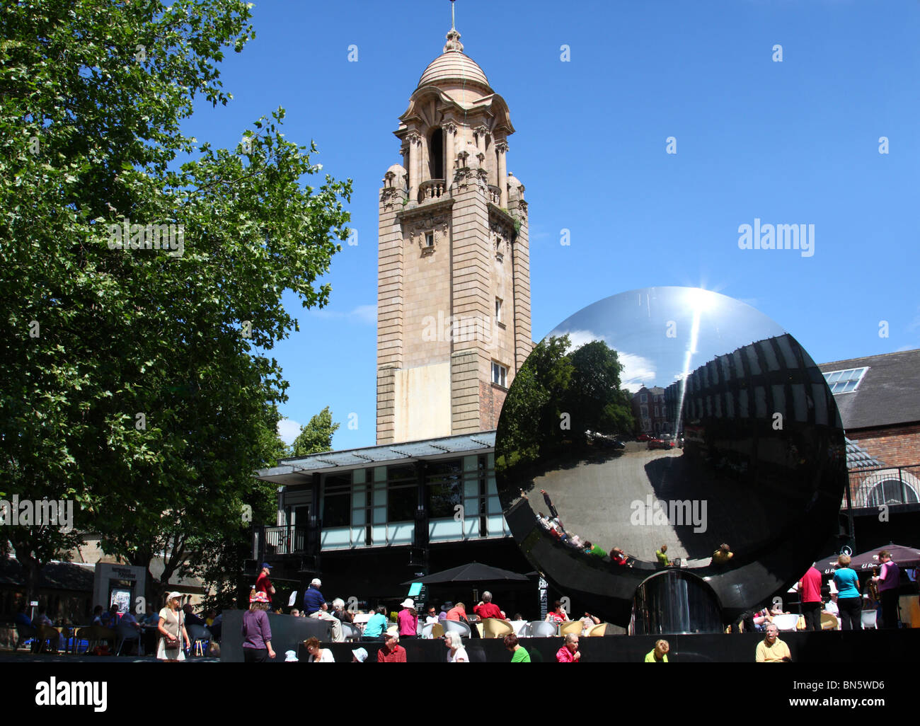 Nottingham Playhouse and Sky Mirror sculpture, Nottingham, England, U.K. - Stock Image