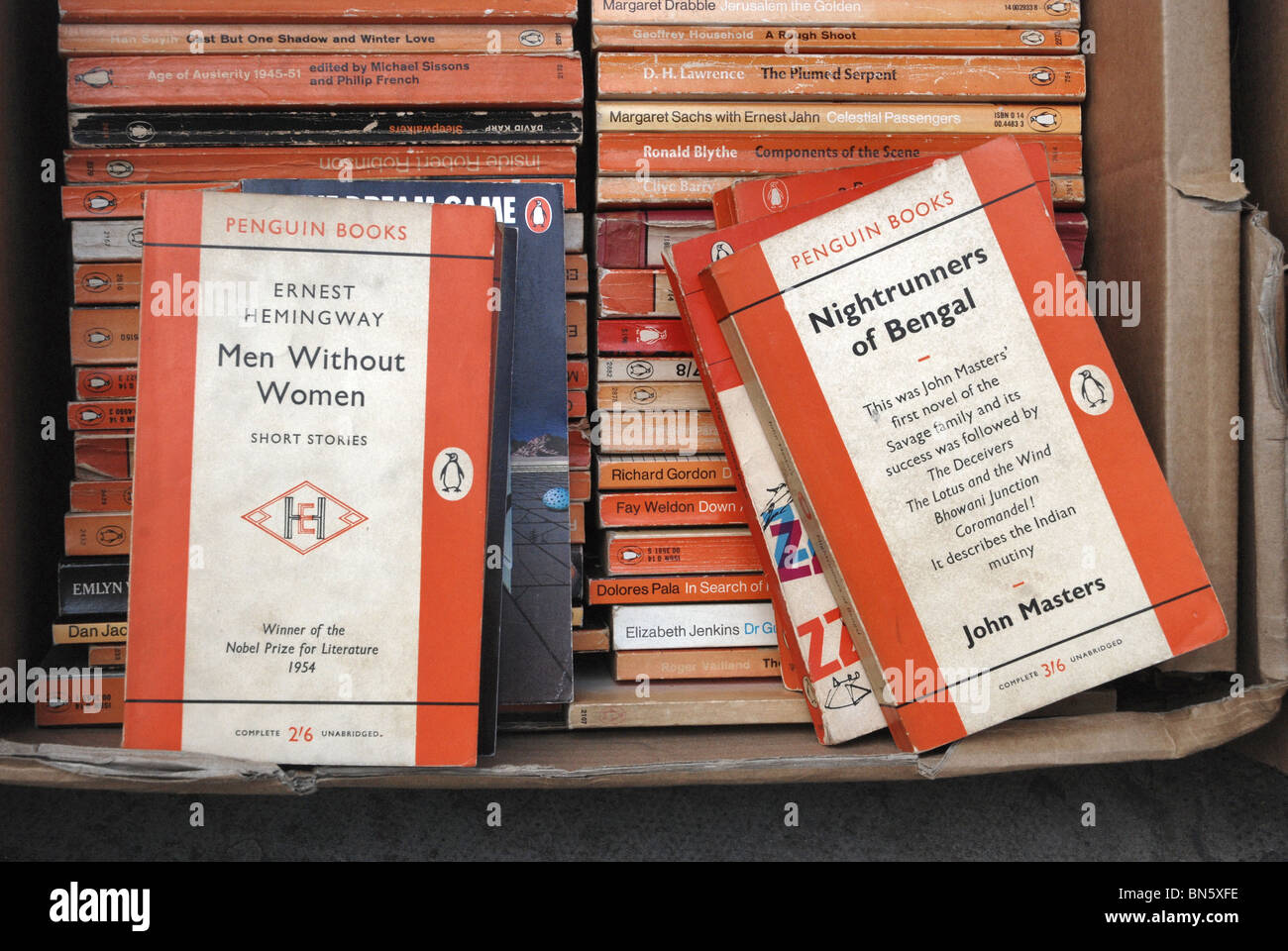 Penguin paperbacks at a secondhand bookshop in Edinburgh. - Stock Image