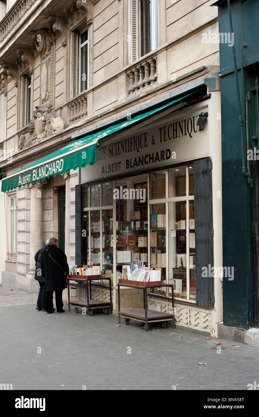 Two people browse at the Albert Blanchard bookstore - specialising in Scientific and Technical books - in Paris. - Stock Image