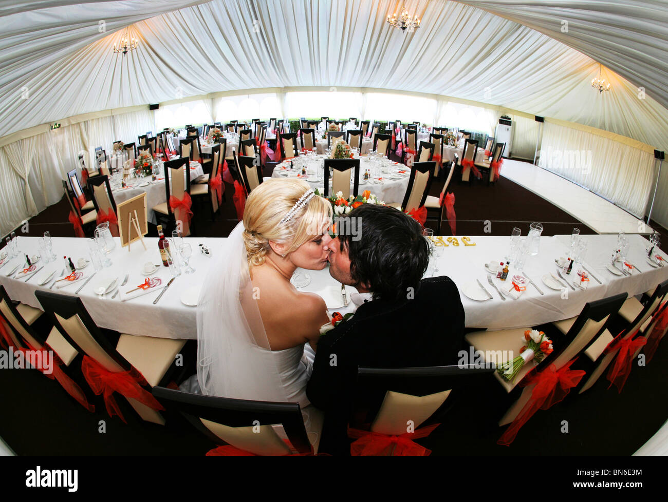 Bride and Groom kissing at top table in empty marquee set up for their wedding breakfast & Kissing Fish Stock Photos \u0026 Kissing Fish Stock Images - Alamy