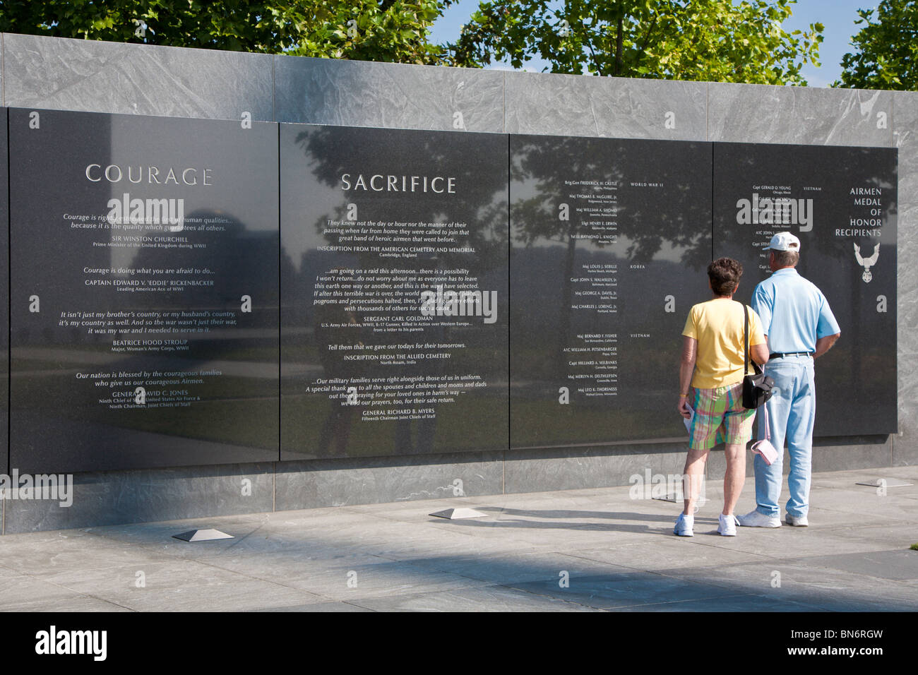 Couple reading Medal of Honor inscriptions on the wall at the United States Air Force Memorial in Arlington, Virginia - Stock Image