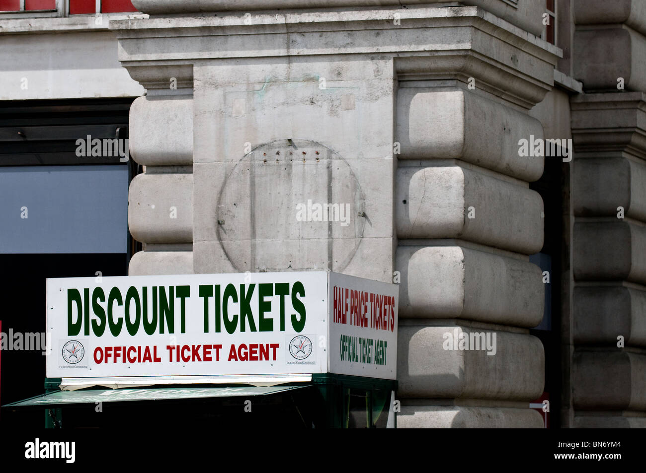 A discount ticket booth in London.  Photo by Gordon Scammell - Stock Image