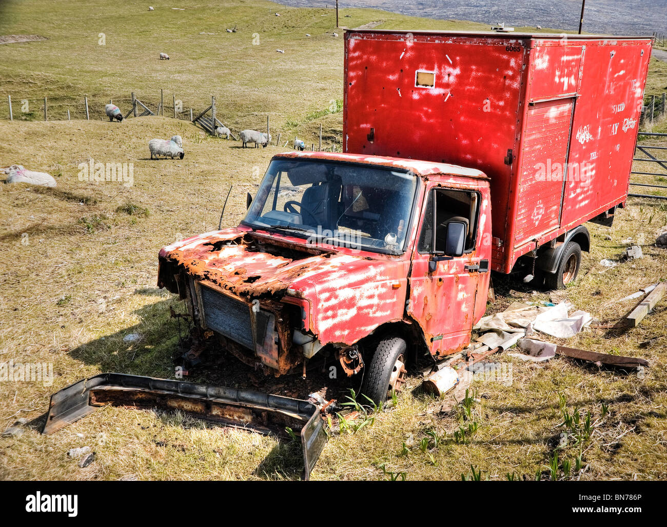 An abandoned delivery van near the beach at Seilebost scars the picturesque island of Harris in the Outer Hebrides - Stock Image