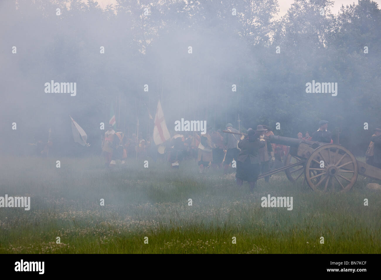 Ramming the charge down the canon's barrel, in the smoke of the previous firing, ready for the next battery - Stock Image