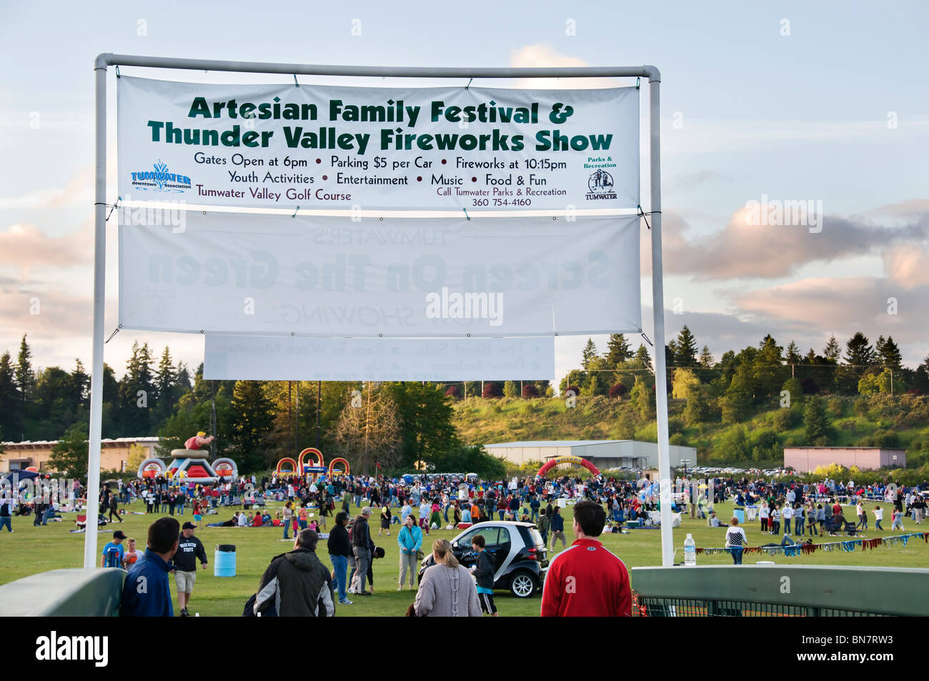 Banner and crowd at the Tumwater Valley golf course during the annual Artesian Family Festival on the 4th of July. - Stock Image