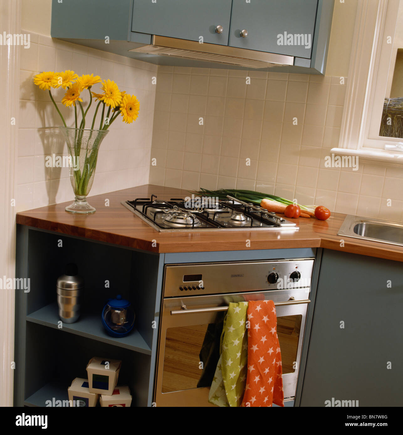 Modern Kitchen Oven: Hob And Oven In Fitted Corner Unit In Modern Kitchen Stock
