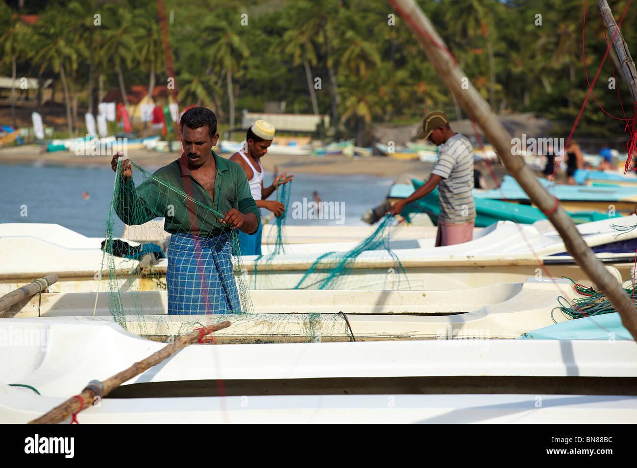 Sri Lankan fishermen at Aragum Bay - Stock Image
