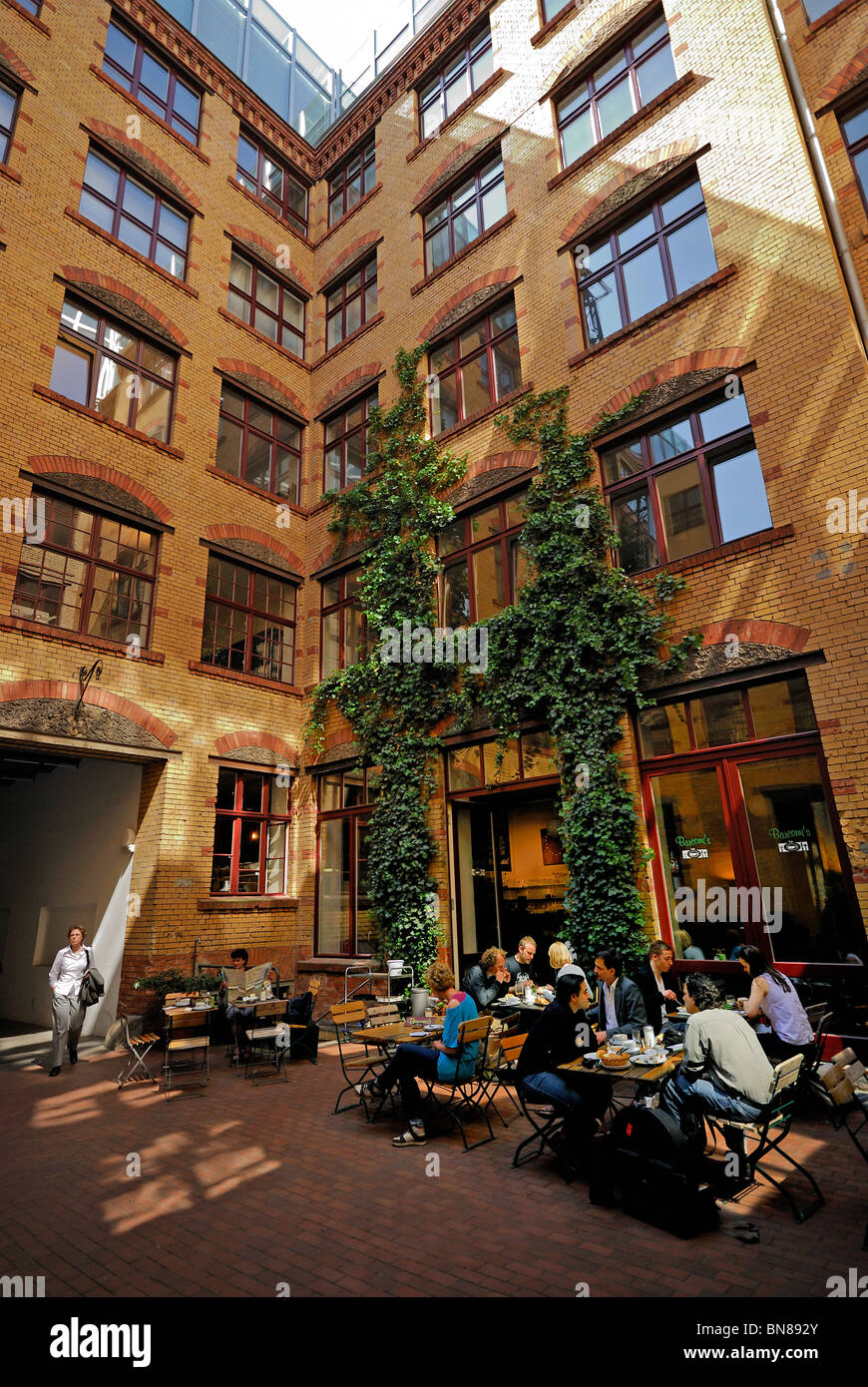 """Sophie Gips Hoefe, """"Barconi's"""" coffee shop, picturesque courtyards near Oranienburger Strasse, Mitte district, Berlin, - Stock Image"""