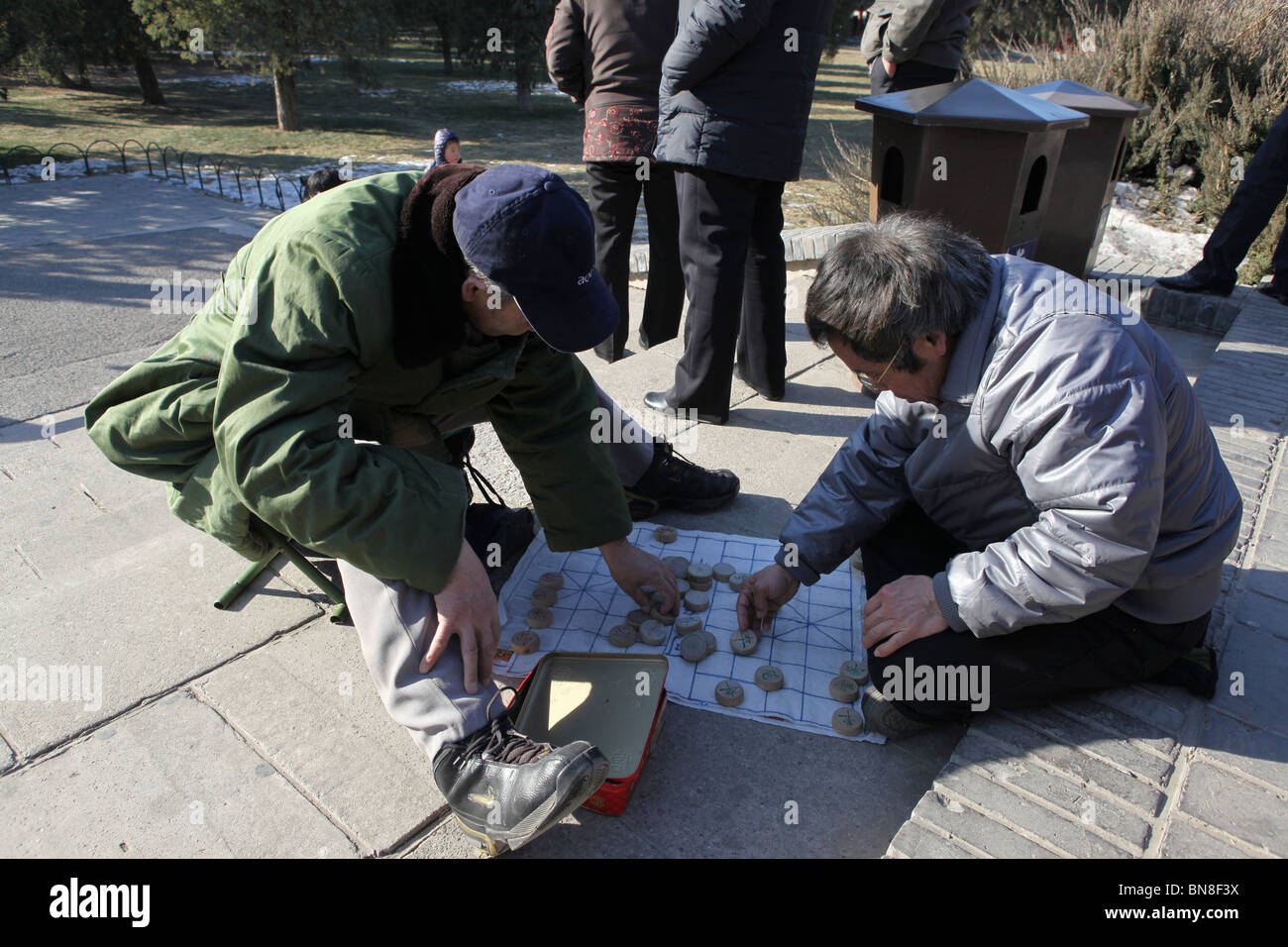 China, Beijing, The Forbidden City Temple of Heaven park, xiangqi (Chinese Chess) players - Stock Image