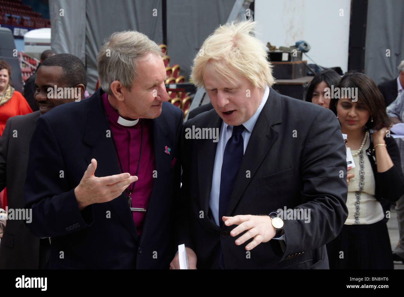 Rt Revd David Hawkins, Bishop of Barking, with Boris Johnson, Mayor of London, at the 2010 London Global Day of - Stock Image