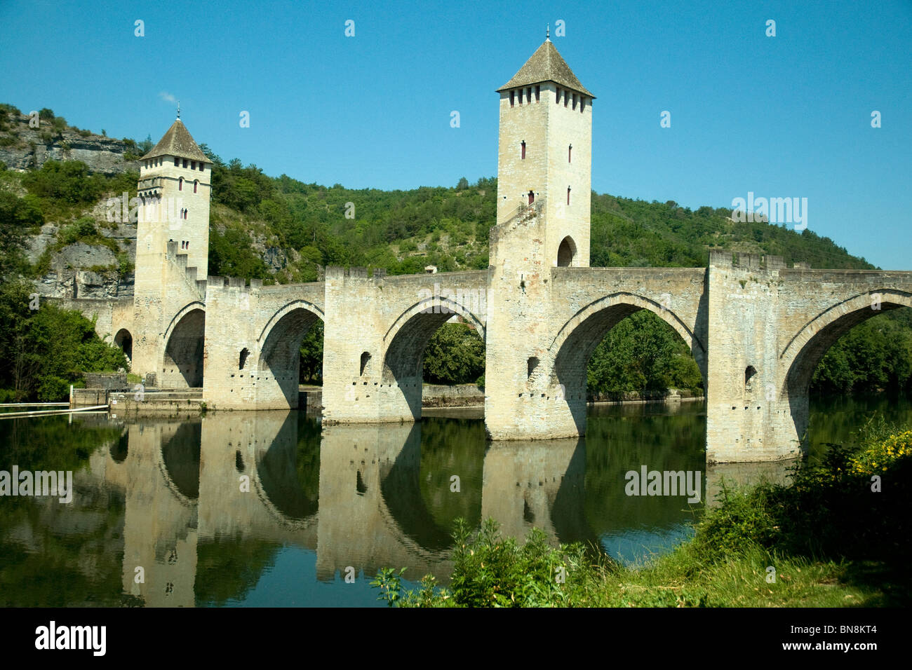 Pont Valentré, a 14th-century fortified bridge spanning the river Lot, is a landmark in Cahors in France's Quercy Stock Photo
